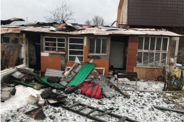 Пожар в дачном доме произошел неслучайно. Это выяснили следователи в процессе сбора доказательной базы