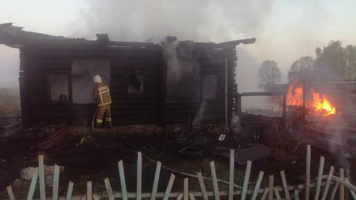 Под Ирбитом в загоревшемся доме погибла женщина и двухлетний малыш