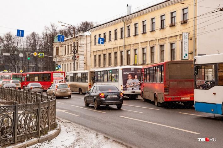 Власти хотят, чтобы в городе было меньше маршруток и больше автобусов