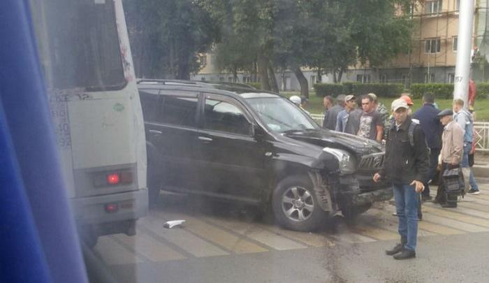 Land Cruiser с переворотом: в аварии пострадала 14-летняя девочка