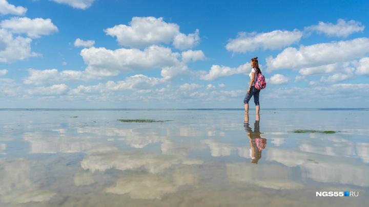 Опрокинутые облака, лечебная грязь и казахские угощения: у озера Эбейты открыли экотропу