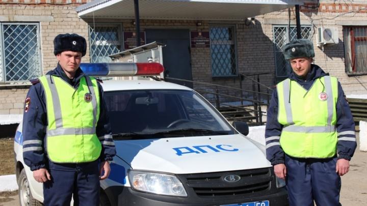 В Прикамье полицейские вытащили из горящего дома пожилую женщину
