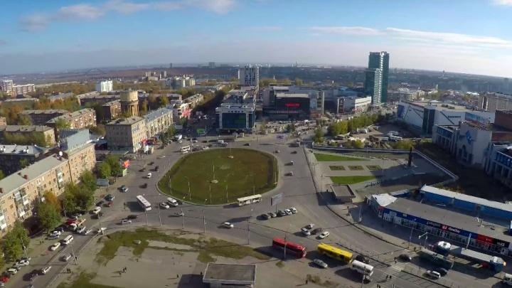 Любуемся, пока не снесли: НГС снял видео с крыши самого известного долгостроя Новосибирска