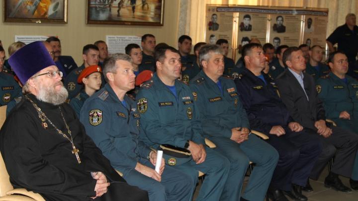 Новосибирцам раздали 1,5 тысячи «противопожарных» иконок от МЧС