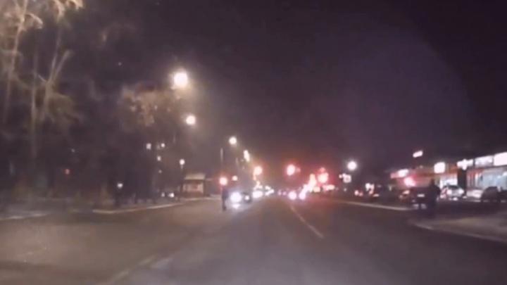 На станции «Енисей» сбили пешехода, перебегавшего дорогу в 30 метрах от перехода