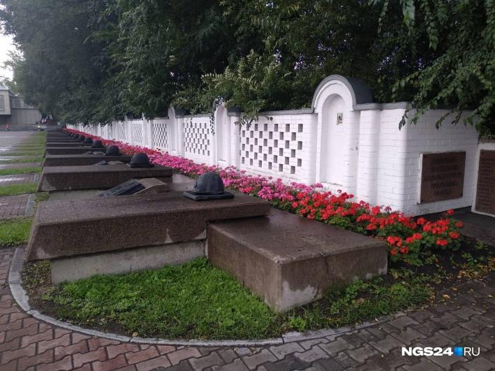 Вот так выглядит нетронутая ограда. По данным историков, ее возвели на рубеже XIX–XX веков