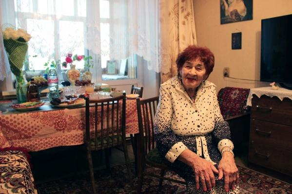 Анна Медянская бабушка самостоятельная: отказывается от помощи родных по дому и всё делает сама