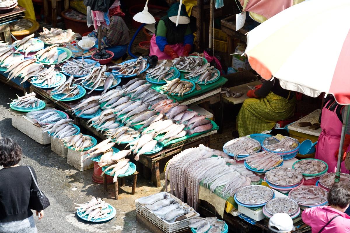 На рынке просто огромный выбор рыбы