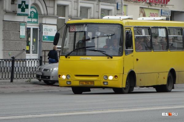 Автобусы № 052 ездят из Пионерского на Юго-Запад