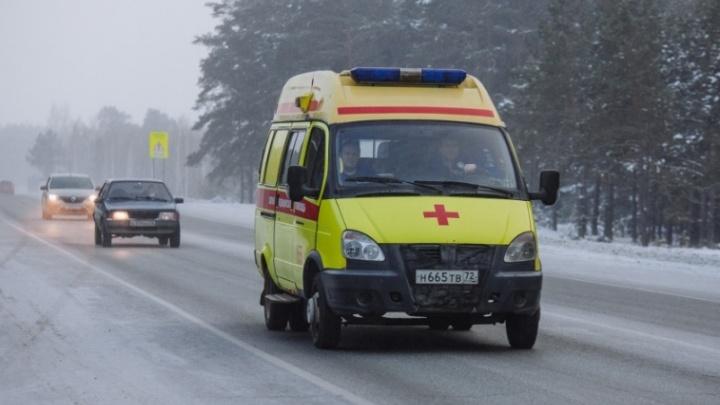 Ночью медики скорой «застряли» в тюменском дворе: диспетчер отказывался открыть шлагбаум