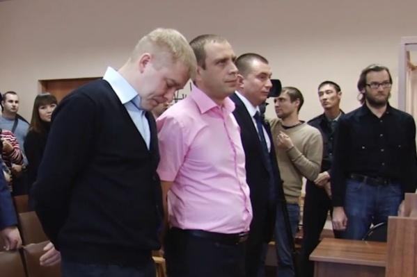 Дениса Кольцова (в центре) вместе с коллегами признали невиновным, и он просил компенсировать все траты на адвокатов, еду и предметы первой необходимости в СИЗО