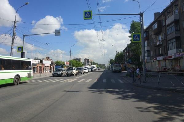 ДТП случилось накануне на Бориса Богаткова — сбитая на «зебре» девушка попала в больницу с травмой ноги