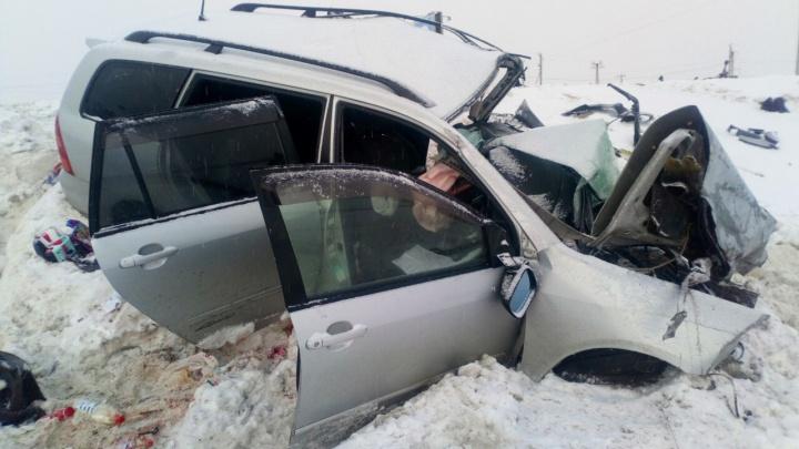 В Курганской области при столкновении автомобилейToyota иFord погибли три человека