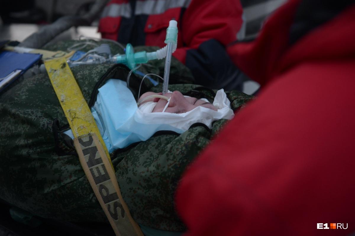 Елену доставили вчера из Краснотурьинска вертолетом Центра медицины катастроф