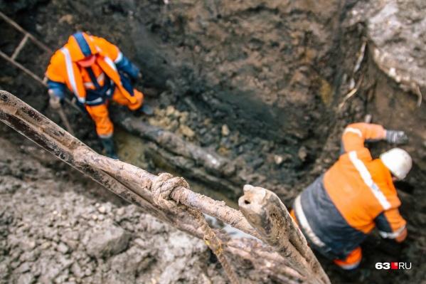 Ремонт задвижки водопровода обещают завершить к вечеру 9 ноября