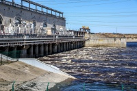 Нижегородская ГЭС, как утверждают энергетики, не может работать в полную силу без повышения уровня Чебоксарского водохранилища