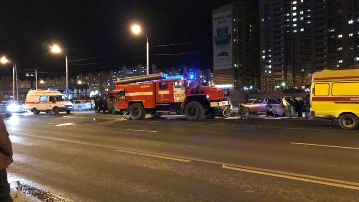 Пьяный водитель, отметивший День автомобилиста, устроил массовую аварию на Широтной