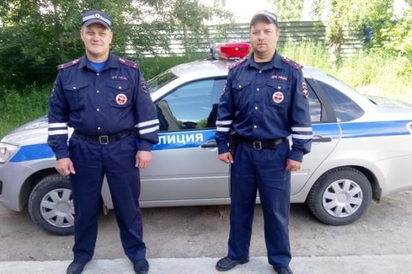 Старший лейтенант полиции Сергей Лобанов и лейтенант полиции Василий Трефилов не оставили человека в беде