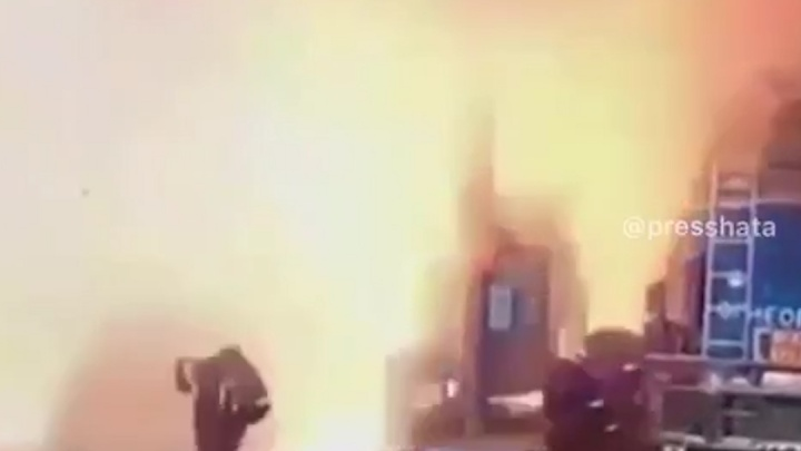 Момент взрыва бензовозов на челябинской нефтебазе попал на видео