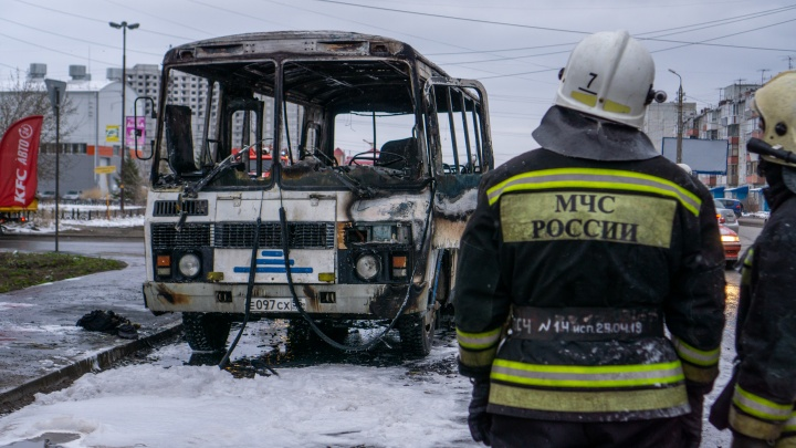 Последствия пожара с автобусом у ДК«Химик» в десяти снимках