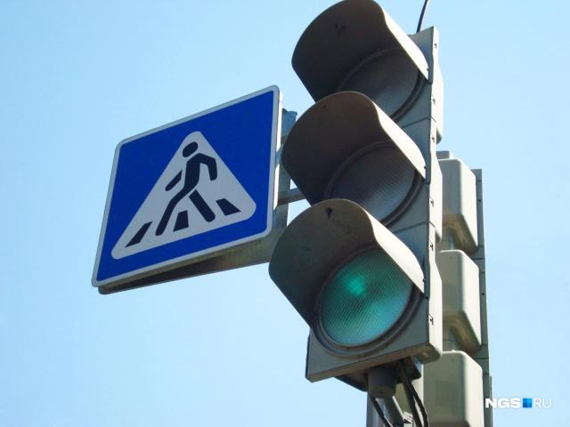На аварийном перекрёстке в Кемерово заработал новый светофор