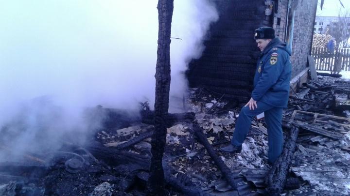 При пожаре в Вельском районе погибла супружеская пара пенсионеров