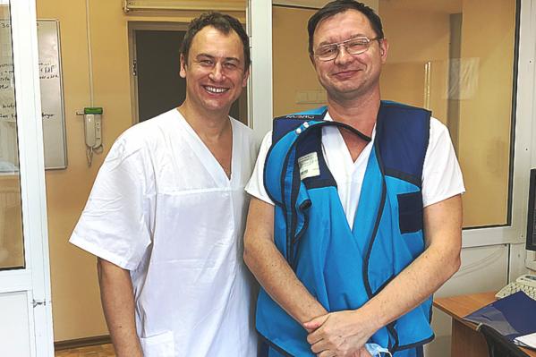 Алексей Протопопов (справа), а рядом с ним — директор российской фирмы, производящей окклюдеры