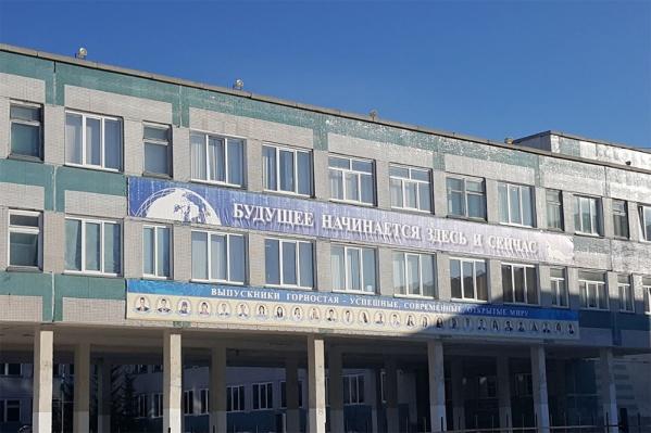 Участок рядом с образовательным центром «Горностай» отдали в аренду в декабре 2016 года, но строительство на нём так и не началось