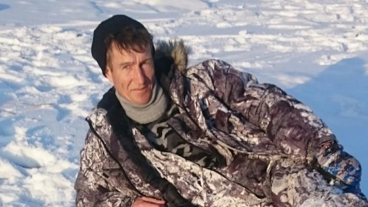 «В пробитом льду плавают сапоги и стоит замёрзшая машина»: под Волгоградом ищут пропавшего рыбака