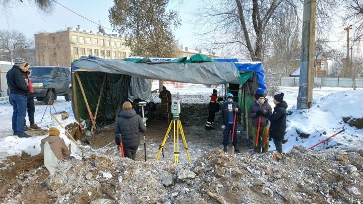 Археологи показали, что нашли во время раскопок у Фрунзенского моста