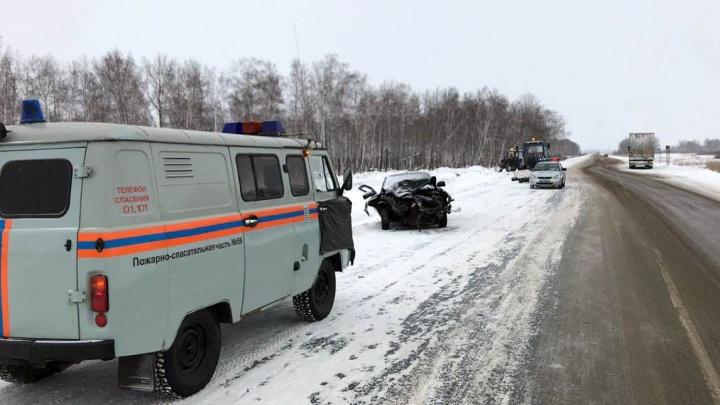 Авария на трассе Тюмень — Омск: девочка получила сотрясение, отец — разрыв печени и селезёнки