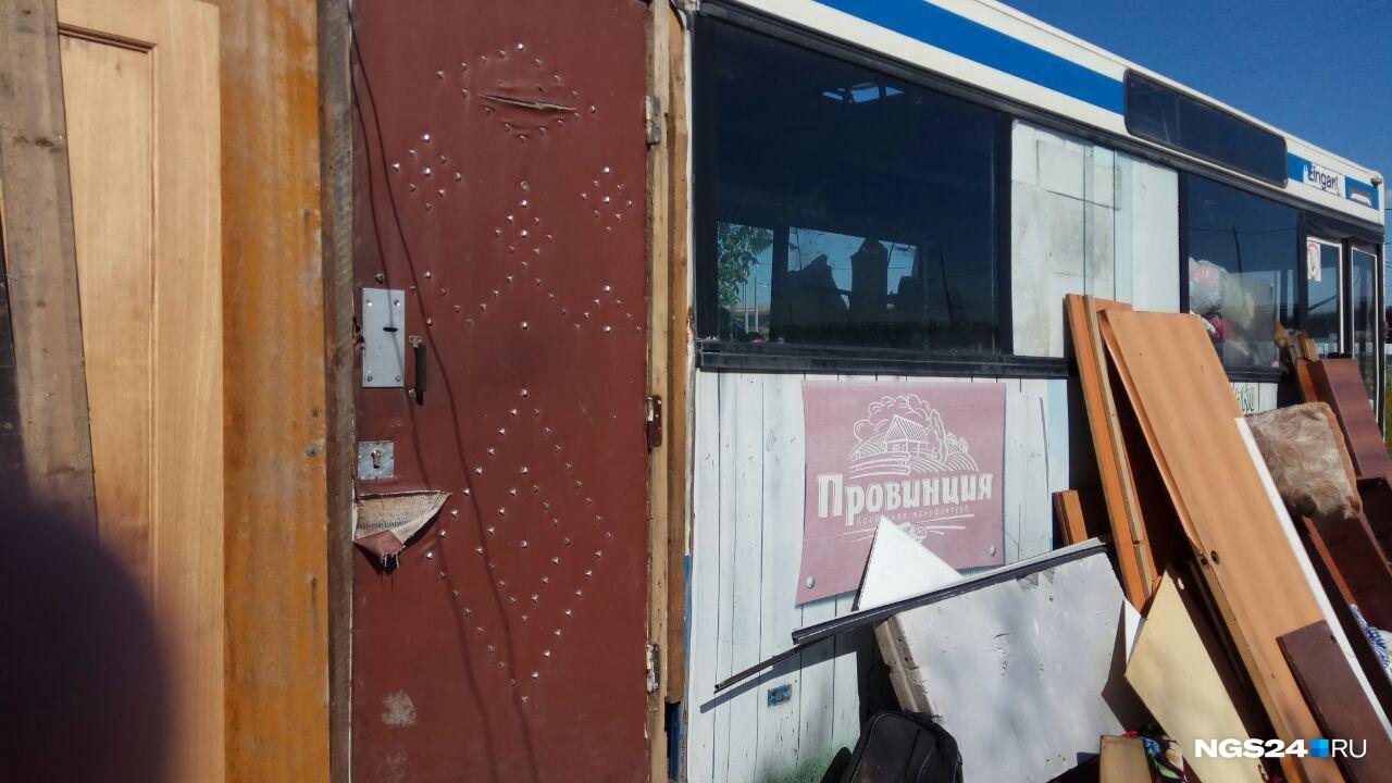Раздвижные двери Александр Карлович поменял на межкомнатную