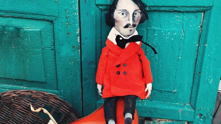 Омичка создаёт карманные куклы великих писателей и художников. Их покупают японцы и австралийцы