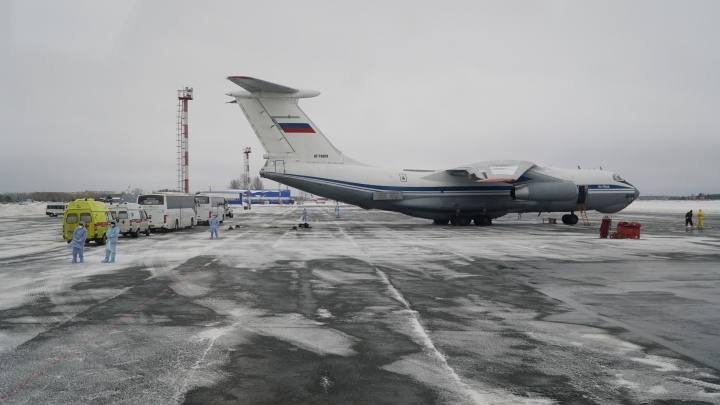 Экипаж и военных, доставивших россиян из Китая в Тюмень, углубленно проверят медики