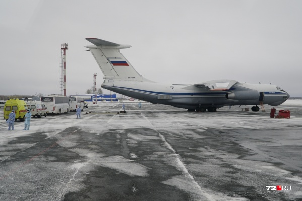 Россиян и жителей СНГ доставили двумя военными самолётами