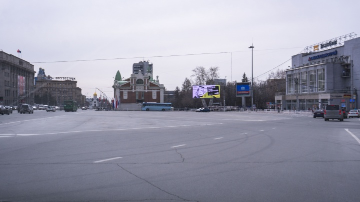 С парковки на площади Ленина убрали машины
