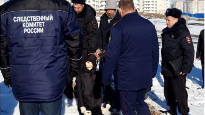 В Сети появилось видео следственного эксперимента с убийцей ростовчанки Маргариты Кузьминовой