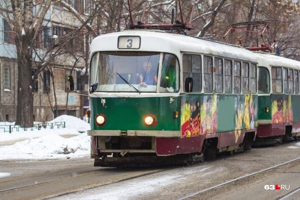 Пока на Заводском не было трамваев, самарцам приходилось добираться на работу пешком или на маршрутках
