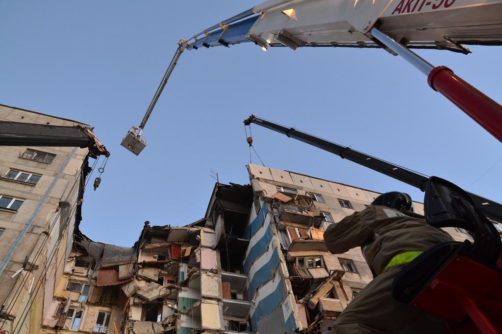 Поиски людей продолжатся только после демонтажа верхних конструкций