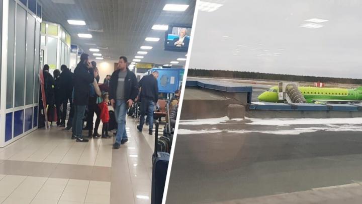 Меняют самолет: в Сургуте на семь часов задержали рейс в Новосибирск