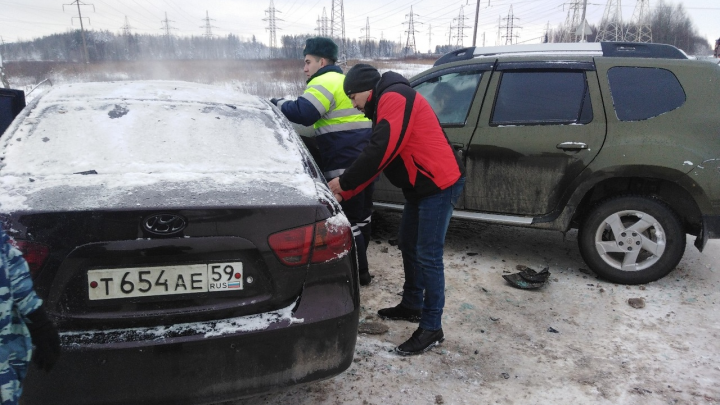 Hyundai врезался в Duster: в аварии на трассе Кунгур — Соликамск пострадали трое человек