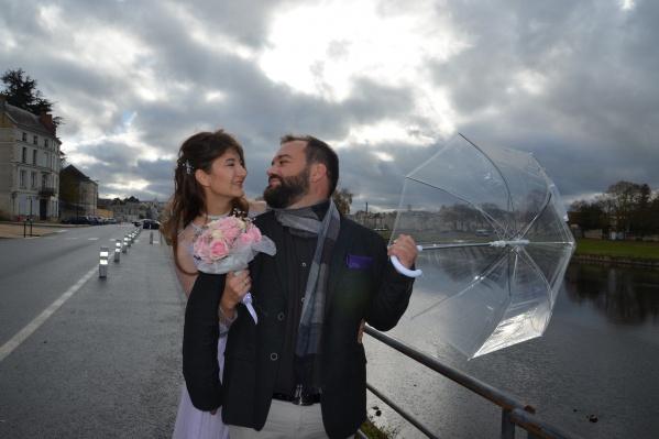 Пара поженилась спустя год после знакомства