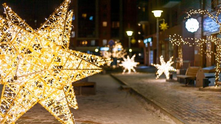На правом берегу Красноярска установили огромные светящиеся звезды