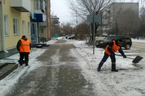 Глава Кургана напомнил жильцам о необходимости убирать транспорт на время очистки дворов от снега