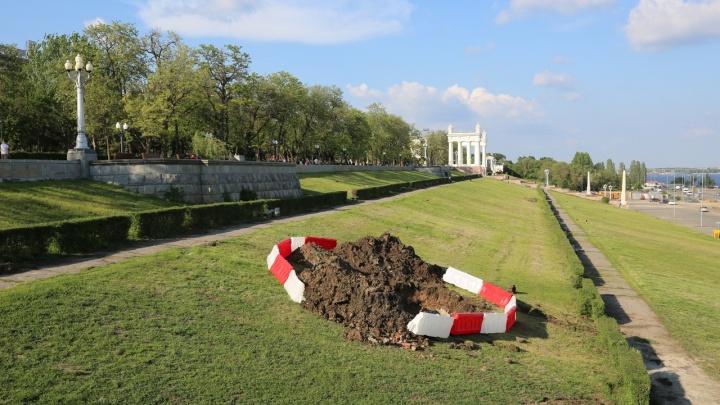 «Засыпать все и забыть»: отремонтированную центральную набережную Волгограда разрыли