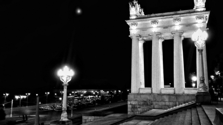 Волгоград в монохроме: смотрите выразительный черно-белый фоторепортаж
