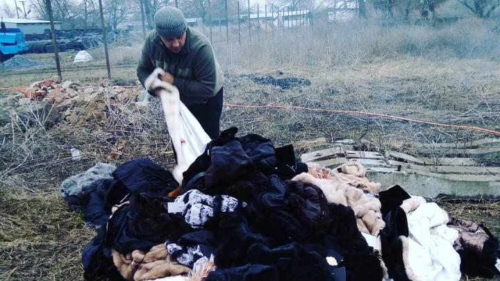 В Батайске сожгли несколько десятков шуб из-за плохо приклеенных ярлыков