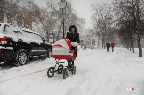 Население Екатеринбурга и городов-спутников растет, а в других городах региона сокращается