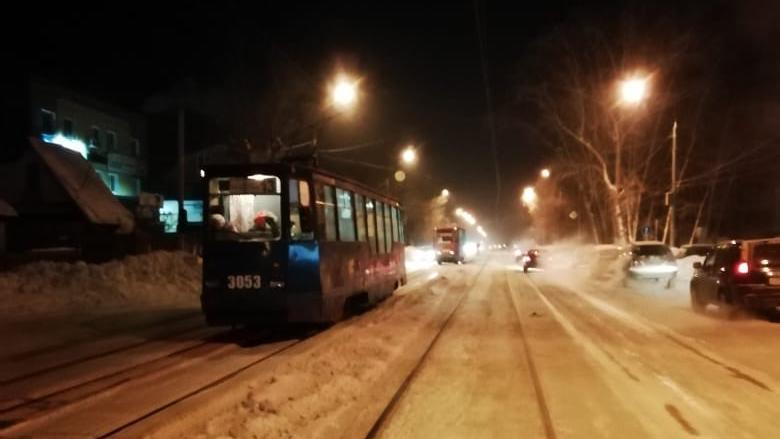 Трамваи остановились возле нескольких остановок