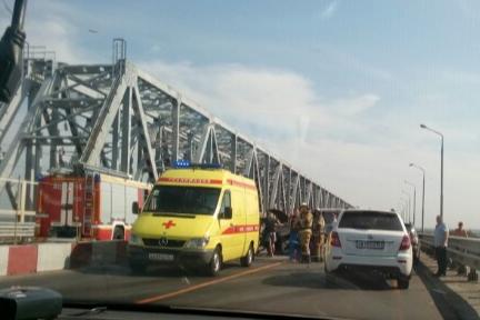 Все в крови: на Западном въезде в Ростов произошла авария